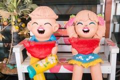 关闭,庭院装饰的,原色印刷愉快的玩偶 库存图片