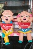 关闭, havegreeting在泰国的庭院装饰的愉快的玩偶 图库摄影