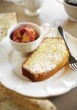 关闭黄油蛋糕和冰淇凌 免版税图库摄影