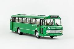 关闭绿色经典葡萄酒公共汽车,比例模型 免版税库存图片