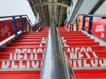 关闭BTS国民被弄脏的台阶的栏杆在体育场驻地 免版税图库摄影