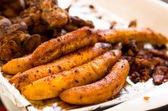 关闭hornado与一些油煎的大蕉的烤猪肉厄瓜多尔传统典型的安地斯山的食物 免版税图库摄影