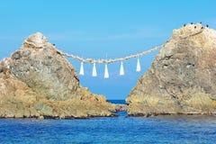 关闭Meoto Iwa,已婚夫妇岩石,在Itoshima,福冈县,日本 免版税库存图片