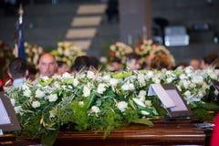 关闭Morandi桥梁崩溃的受害者的白花 库存照片