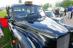 关闭Ostin FX-4葡萄酒出租汽车车的储蓄图象 免版税库存图片
