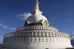 关闭Shanti Stupa在Leh,拉达克 免版税库存照片