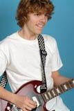 兴奋吉他演奏员 免版税图库摄影