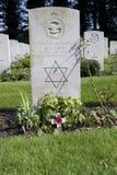 兵役墓石在英国皇家空军中在空中公墓在Oosterbeek 免版税库存图片