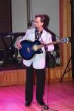 其中一个兄弟 在阶段,作曲家歌曲作者,歌手,艺术大师亚历山大莫罗佐夫 免版税库存照片