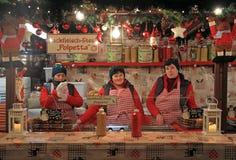其中一个圣诞节的报亭公平在维罗纳 库存照片