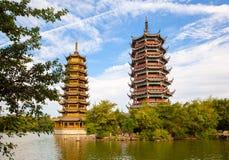 其中一个在桂林太阳和月球塔的地标 库存照片