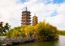 其中一个在桂林太阳和月球塔的地标 图库摄影