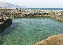 其中一个在Puerto de在大加那利岛的las Nieves的邀请的水池 库存图片