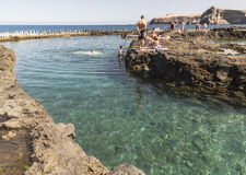 其中一个在Puerto de在大加那利岛的las Nieves的水池 库存图片