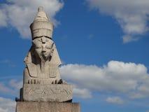 其中一个对狮身人面象在圣彼德堡,俄罗斯 免版税图库摄影