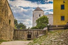 其中一个皇家城堡Buchlov的塔 库存图片