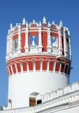 其中一个Novodevichy女修道院的塔 免版税库存照片