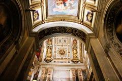 其中一圣以撒圣彼德堡` s大教堂曲拱  库存照片