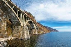 其中一座在Circum贝加尔湖铁路的桥梁 图库摄影