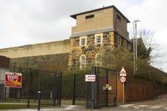 其中一座现在是开放的历史的克拉姆林路监狱的壁角城楼,因为一个现代博物馆和访客集中 免版税图库摄影