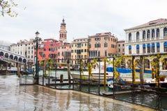 其中一条运河在威尼斯,意大利 库存照片
