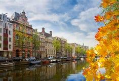 其中一条运河在阿姆斯特丹,荷兰 库存照片