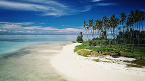 其中一白色沙子海滩热带海岛,婆罗洲,马来西亚 库存照片