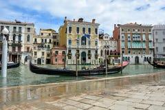 其中一艘著名长平底船在威尼斯,意大利 库存照片