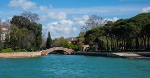 其中一许多桥梁在威尼斯意大利 免版税图库摄影