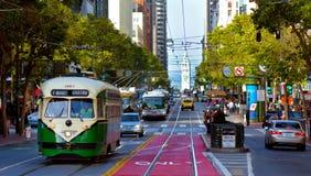 其中一辆旧金山的原始的双端的PCC路面电车,  库存照片