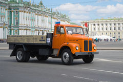 其中一辆牢固的`斯科讷Wabis `的最后卡车在每年减速火箭的运输游行的 库存图片