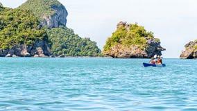 其他和女儿旅行乘皮船 免版税库存照片