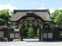 其次城堡门内在京都nijo 免版税库存照片
