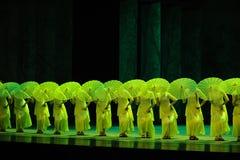 其次绿色年这舞蹈过去的戏曲沙湾事件行动  图库摄影