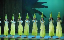其次绿色年这舞蹈过去的戏曲沙湾事件行动  免版税图库摄影