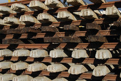 具体交叉行附加木头 免版税库存图片