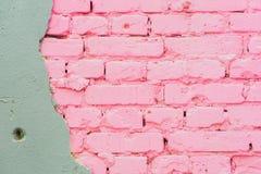 从具体和被绘的桃红色砖墙纹理都市背景,文本的空间的美好的抽象背景 库存图片