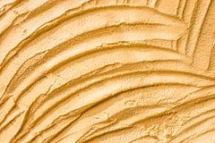 具体在墙壁黄色的纹理装饰表面背景  免版税库存照片