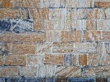 具体块砖构造了橙色和蓝灰色石墙样式 免版税库存照片