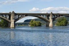 具体曲拱桥梁 免版税库存照片