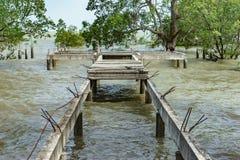 具体桥梁在海没有被修筑 免版税图库摄影