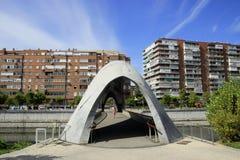 具体桥梁在Parque马德里里约 免版税库存图片