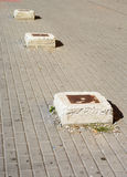具体石头在边路停止对砖墙,被定调子 库存图片