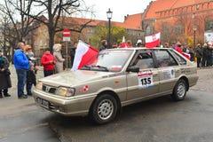 经典之作波兰汽车在游行的Polonez Caro 免版税图库摄影