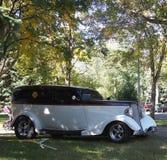 经典之作被恢复的古色古香的跑车 免版税库存照片