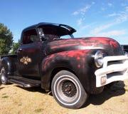 经典之作被恢复的红色和黑卡车 图库摄影