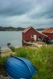 经典之作,红色挪威房子 免版税库存照片