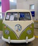 经典之作1966年德国大众公共汽车 库存图片