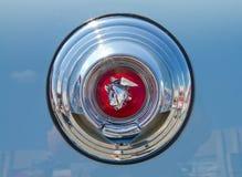 经典之作1952年水星汽车象征 免版税库存照片