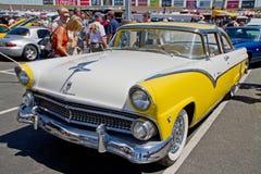 经典之作1955年福特汽车 免版税图库摄影
